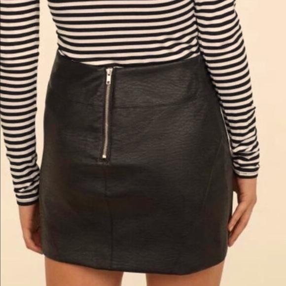 Mini black leather skirt 🤩